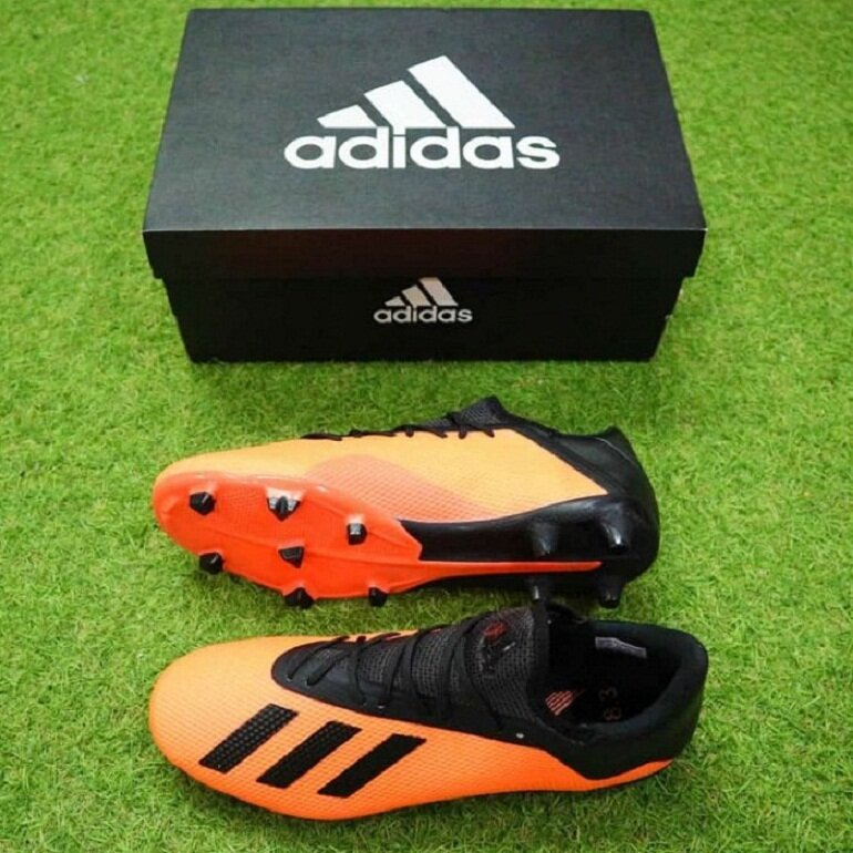 Giày đá banh Adidas X 18 chính hãng có giá bán từ khoảng 1,5 triệu đồng trở lên
