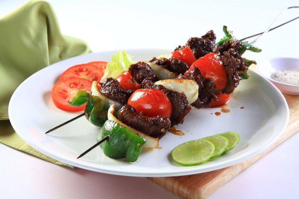 Từng xiên nướng thịt bò hấp dẫn chờ bạn thưởng thức