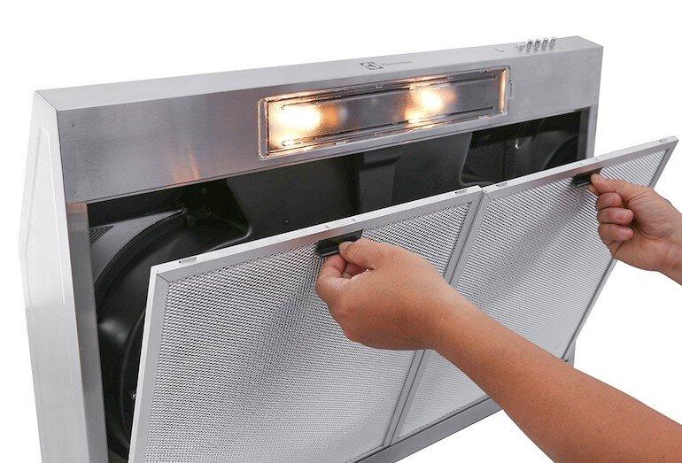 Hướng dẫn cách thay than hoạt tính cho máy hút mùi Electrolux eft7516x