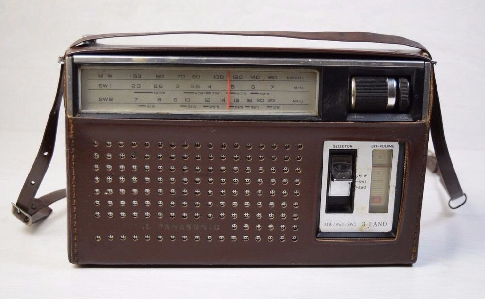 Radio hiệu Panasonic mẫu R-312 3 Band 8