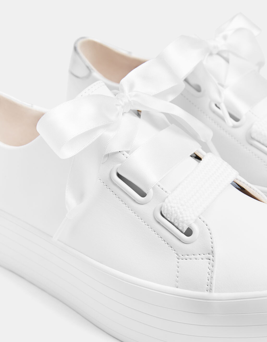 Bershka – Platform sneakers with XL laces