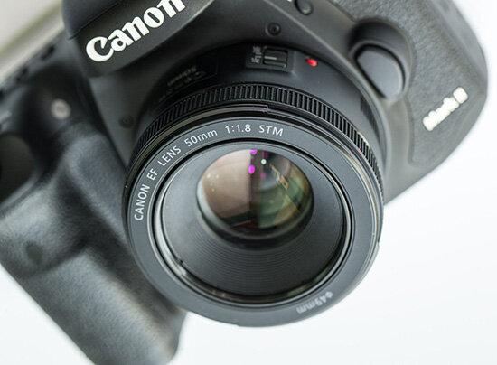 Có nên mua lens Canon 50mm f1.8 (Nguồn: vuanhiepanh.com)