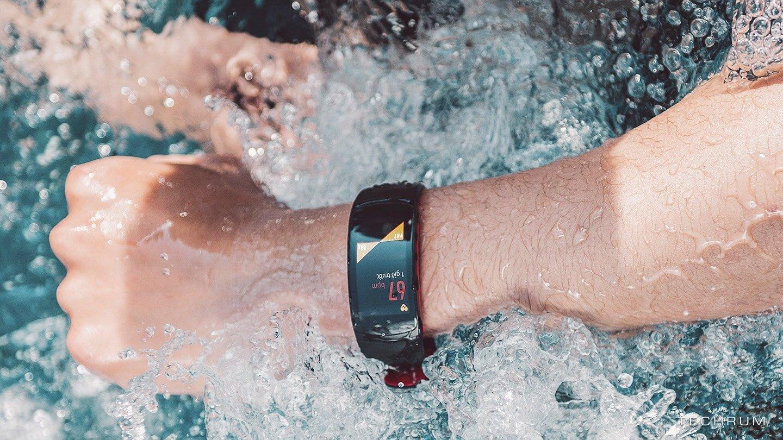 Gear Fit 2 Pro trang bị chuẩn kháng nước