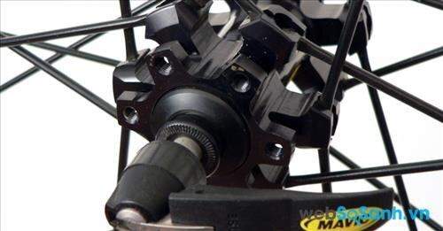Trục xe cứng cáp là yếu tố cần thiết khi mua xe đạp leo núi