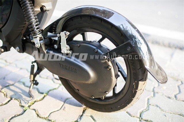 Xe sử dụng phanh tang trống ở cả bánh trước và bánh sau.