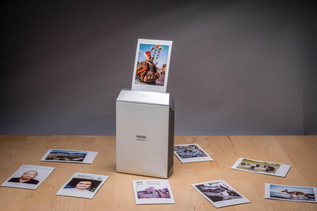 Fujifilm Instax SHARE SP-2 có tốc độ in ảnh cực nhanh