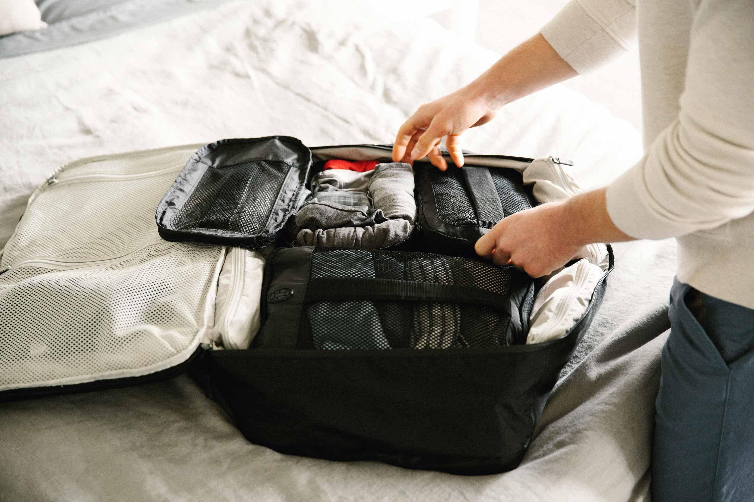Nên chọn vali có ngăn chứa tiện lợi để bạn dễ dàng phân loại nhiều đồ vật