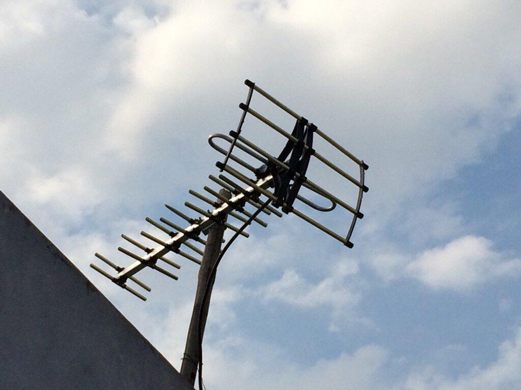 Anten ngoài trời thu sóng tốt hơn anten trong nhà