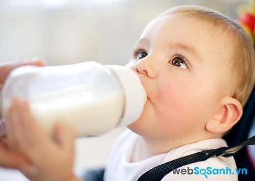 Dielac Optimum Step 1 còn bổ sung các chất dinh dưỡng cần thiết giúp bé phát triển hoàn thiện hệ thần kinh