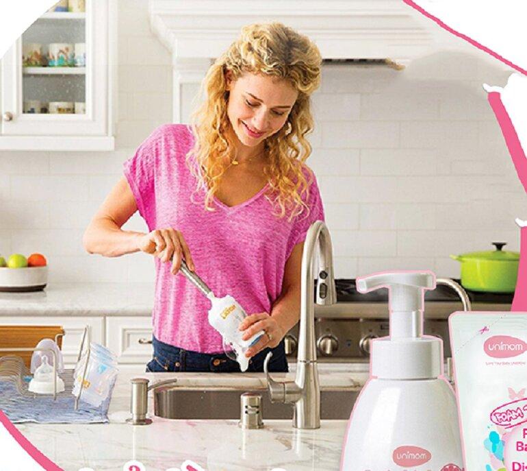 Hướng dẫn sử dụng và vệ sinh máy hút sữa điện đôi Unimom đúng cách