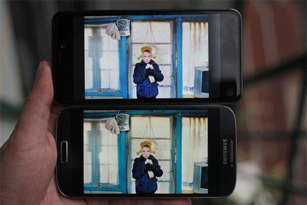Q-Smart Dream SI đọ màn hình cùng Samsung Galaxy S4 4