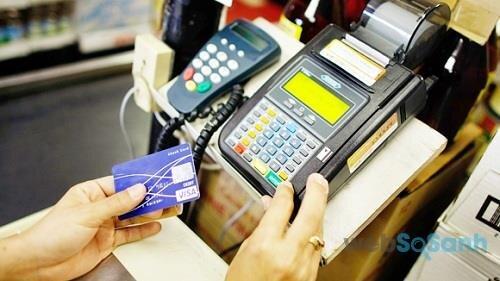 Đừng lúc nào cũng quẹt thẻ tín dụng bừa bãi