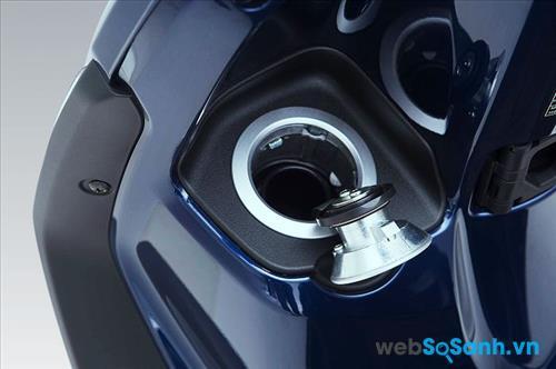 Bình xăng đặt đầu xe rất tiện dụng