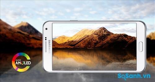 Galaxy E7 được Samsung trang trang bị một màn hình Super AMOLED rộng 5.5 inch độ phân giải lên tới 720 x 1280 pixel