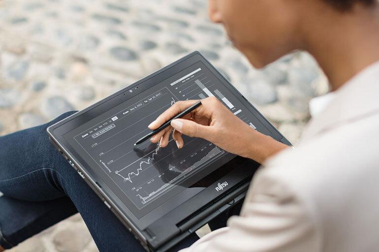 Laptop Fujitsu LifeBook U938 nổi bật với thiết kế gọn nhẹ, dung lượng bộ nhớ lớn