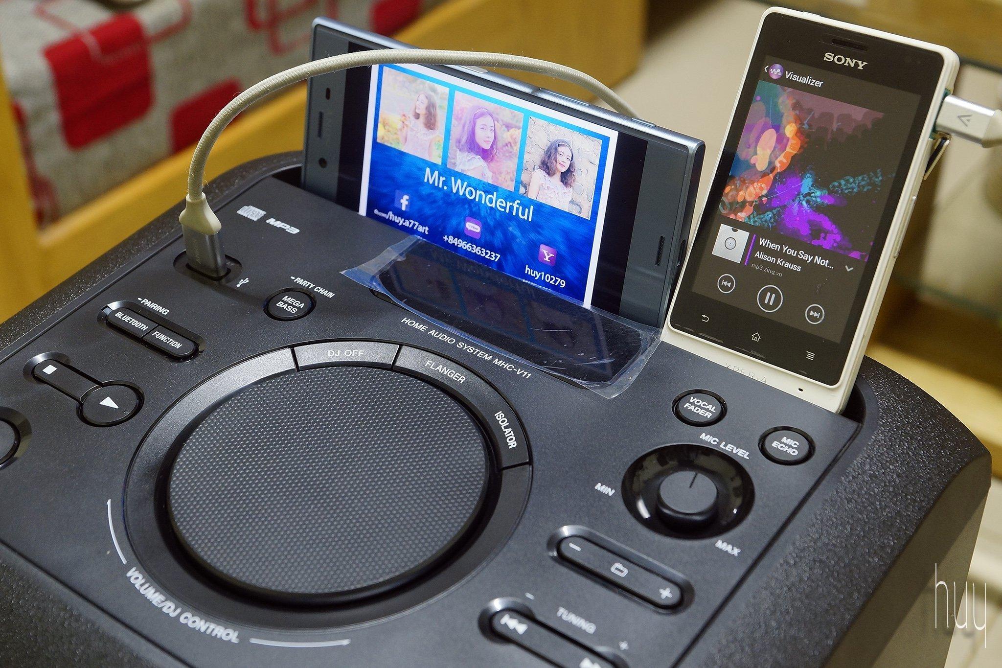 Thiết kế kết nối của loa kéo Sony V11