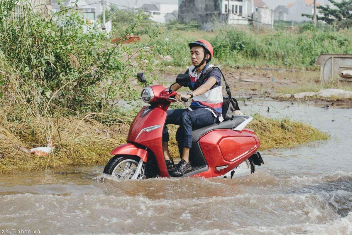 rửa xe máy điện không vào nước