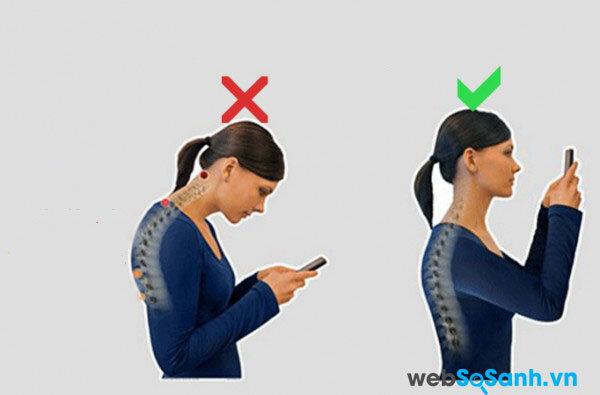 Ưỡn ngực, ngẩng cao đầu là tư thế tốt để duy trì dáng của vòng một