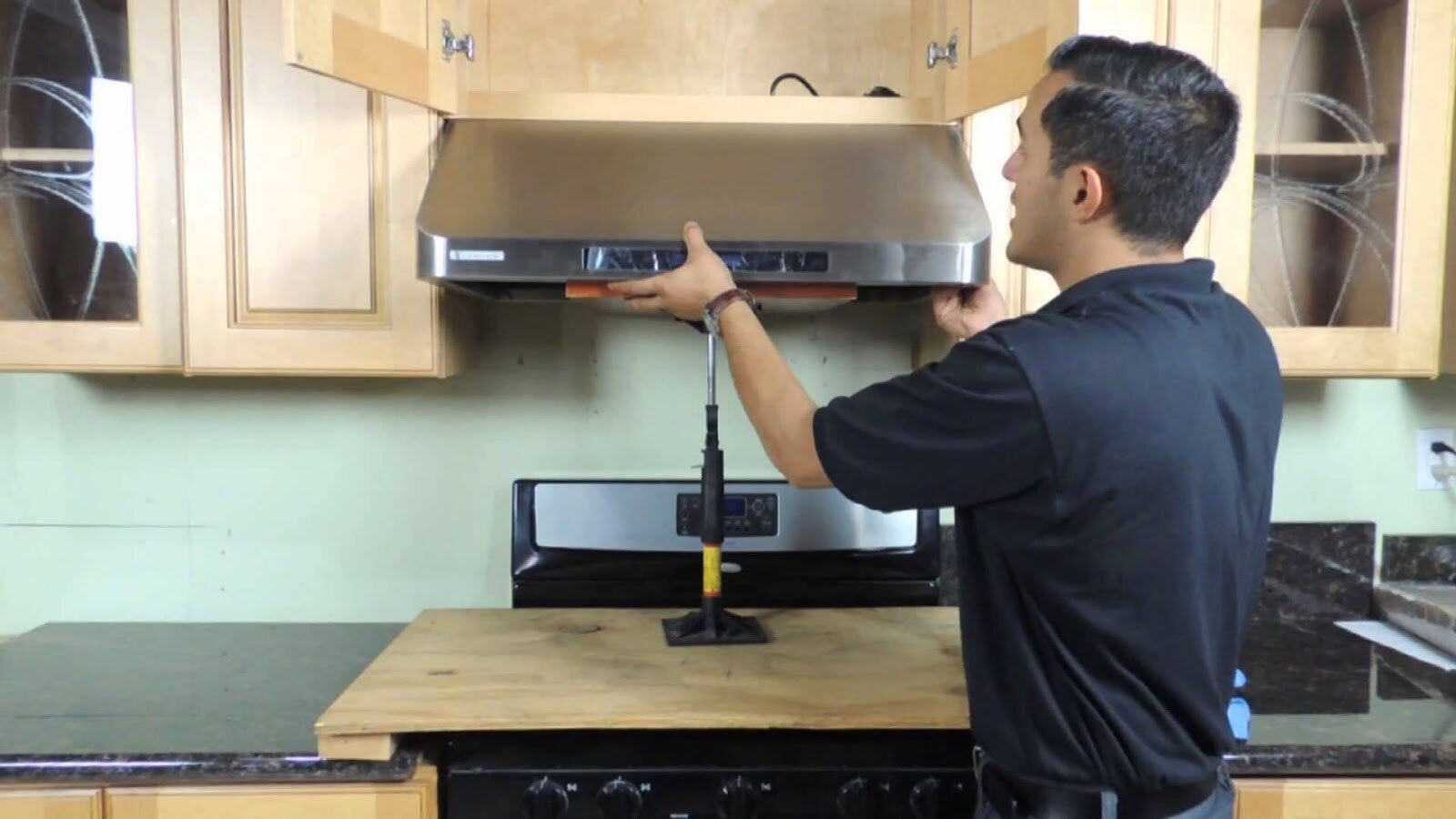 Lắp đặt máy hút mùi đúng cách sẽ giúp bạn sử dụng hiệu quả của máy hơn