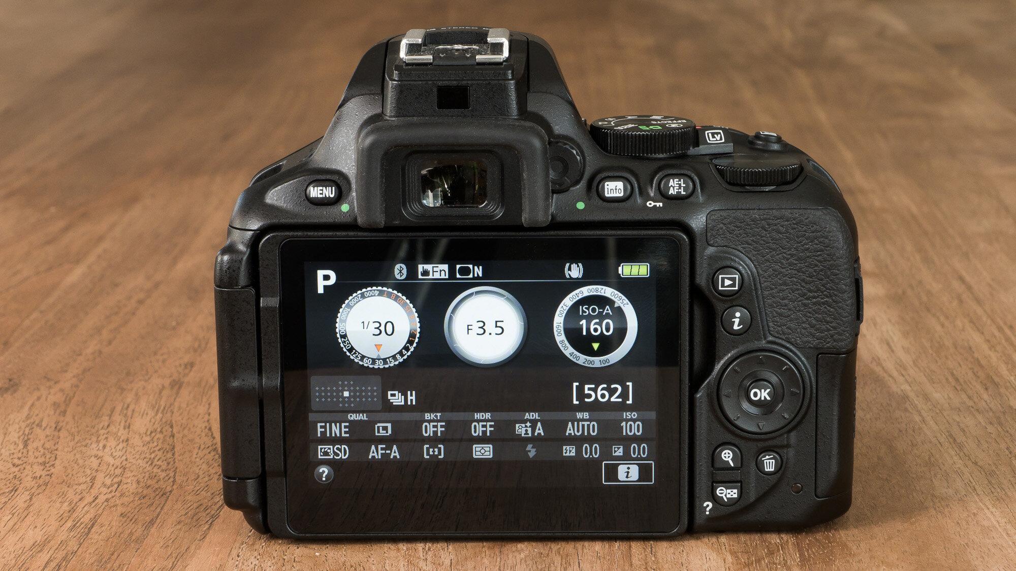 Các nút điều khiển giúp Nikon dễ sử dụng