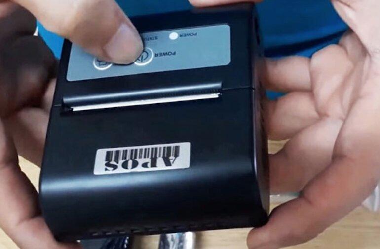 Máy in hóa đơn Bluetooth giá rẻ APOS - P100 có thiết kế nhỏ gọn, sang trọng