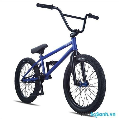 Một chiếc xe đạp BMX