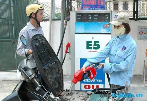 Xăng sinh học E5 chứa 5% Etanol và 95% xăng A92