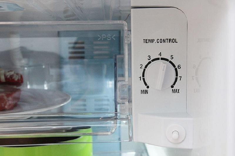 Bạn có thể điều chỉnh nhiệt độ ở nút bên trong tủ lạnh