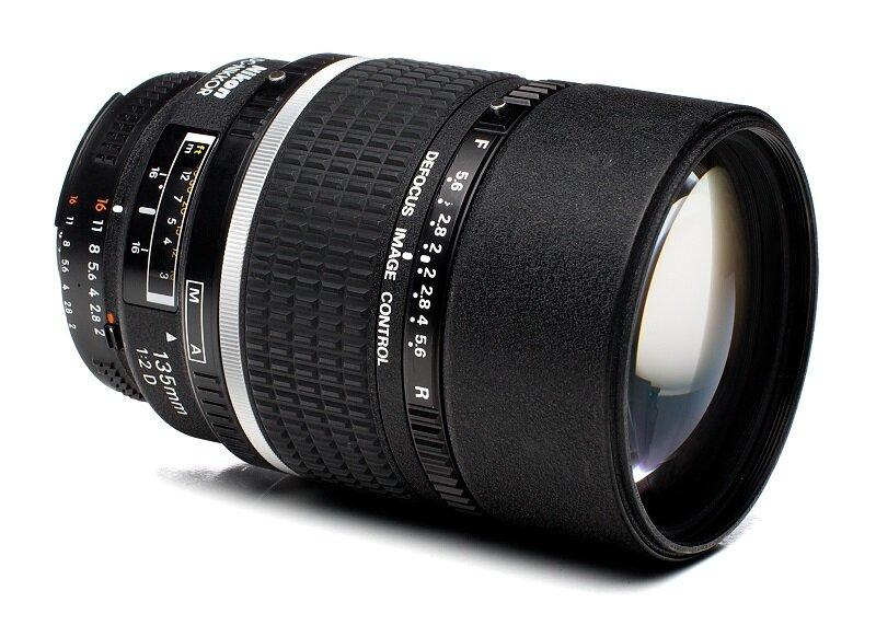 Lens chụp chân dung Nikon 135mm f2D