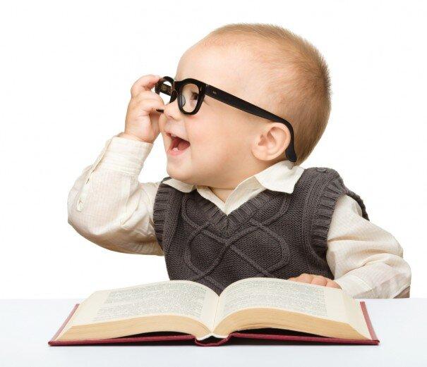 Sự thông minh phụ thuộc vào nhiều yếu tố trong đó có yếu tố di truyền dân tộc, dòng họ, gia đình và môi trường giáo dục, môi trường sống.