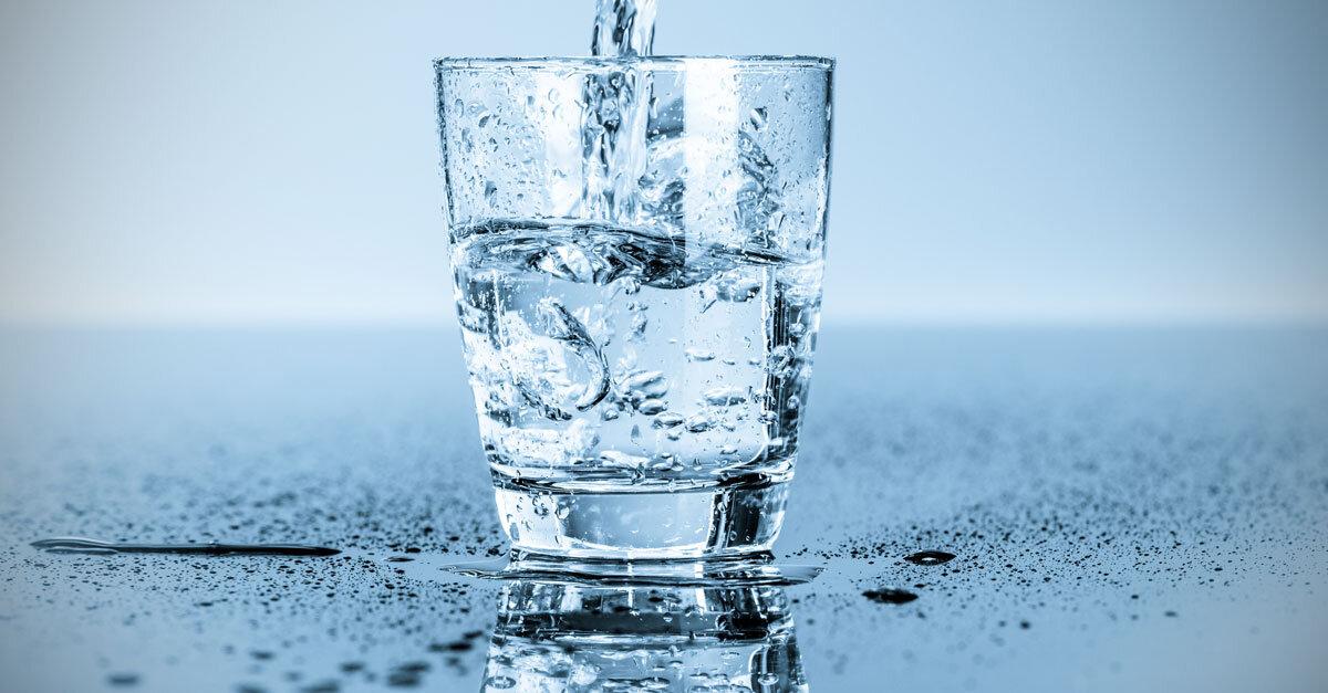 Dùng nước sạch để tạo độ ẩm là cách tạo độ ẩm trong phòng máy lạnh hiệu quả
