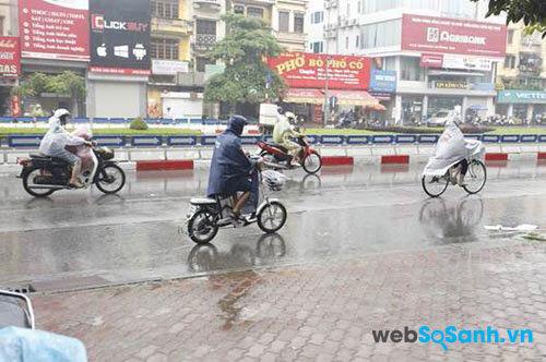 Khi trời mưa không nên đi quá nhanh