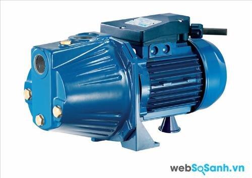 Tùy từng độ cao của bồn chứa nước và nguồn nước mà bạn cần chọn được máy bơm phù hợp