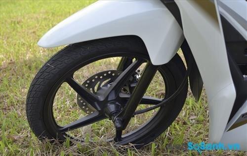 Honda Wave RSX sử dụng bánh vành đúc