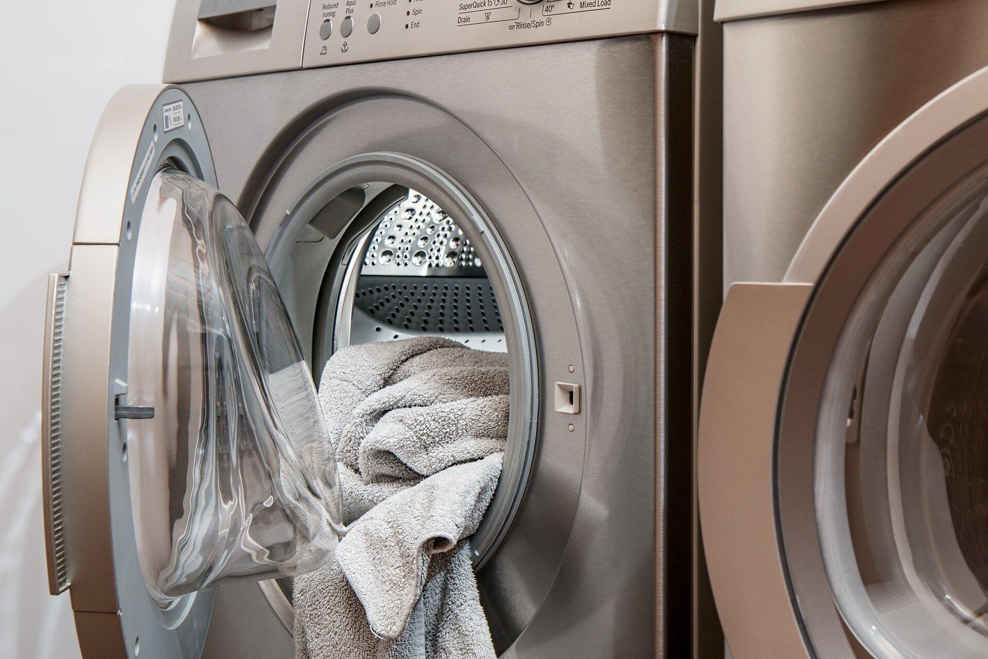 Làm vệ sinh máy giặt thường xuyên đem lại chất lượng giặt cũng như bảo quản máy tốt hơn