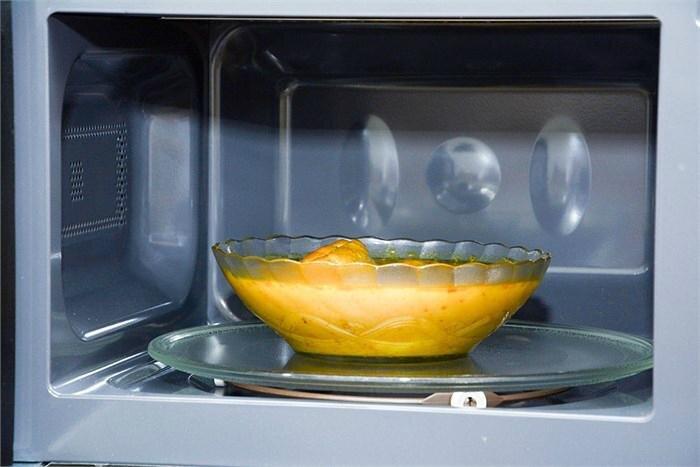 Hâm nóng thức ăn bằng lò vi sóng đảm bảo chất dinh dưỡng