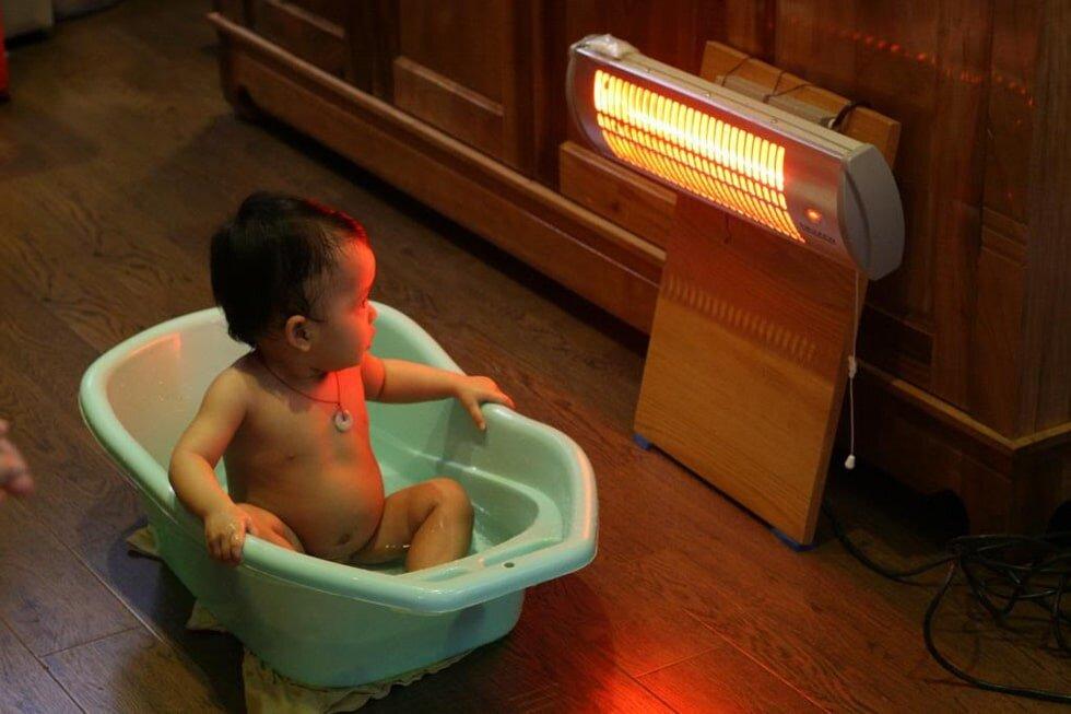 Đèn sưởi nhà tắm cho trẻ nhỏ