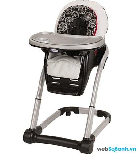 Ghế có chỗ để chân cho bé, có khả năng điều chỉnh lên xuống