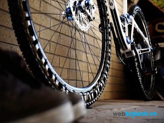 Độ rộng lốp có thể thay đổi nhưng kích thước vành phải cố định