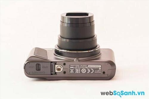 một ưu điểm Canon SX720 HS nữa là sự khéo léo trong thiết kế với phần tay cầm bằng cao su nhô cao giúp chống trượt đem lại khả năng thao tác linh hoạt và chắc chắn hơn.