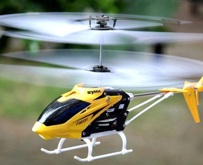 chỉ với 230.000 vnđ cho một chiếc máy bay trực thăng có điều khiển từ xa Syma W25 màu vàng