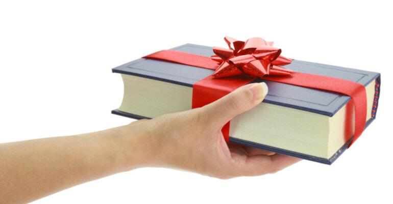 Một cuốn sách hay là món quà tặng ý nghĩa nhất dành cho bạn bè, người thân.