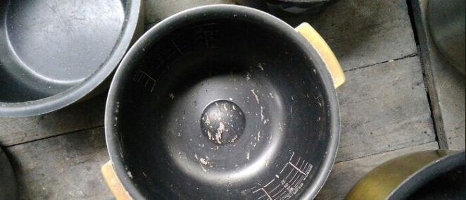Nồi cơm bị bong tróc lớp chống dính