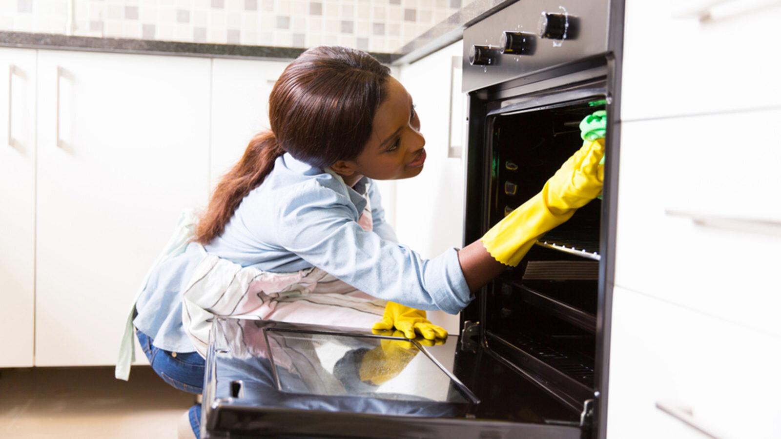 Cách vệ sinh lò nướng bằng dung dịch Amoniac