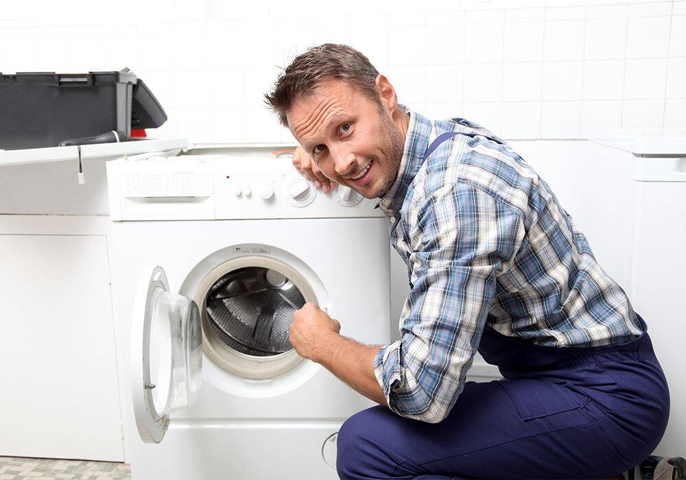Mở nắp máy giặt để không gây ẩm mốc sau khi giặt