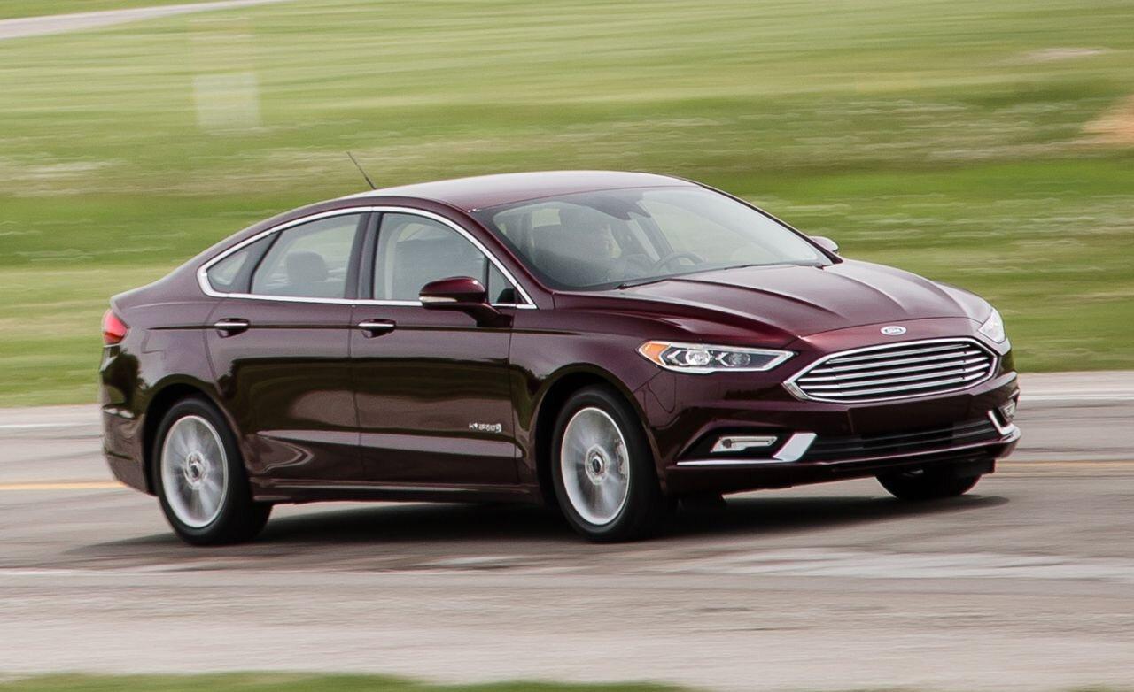 Fusion Hybrid sở hữu thiết kế thể thao, tiết kiệm nhiên liệu