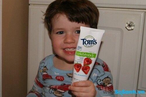 Trẻ thích kem đảnh răng có hương thơm vị ngọt
