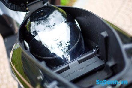 Cốp xe của Air Blade nhỏ hơn của Lead