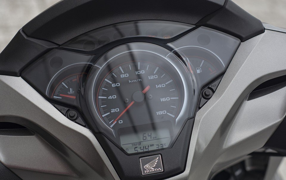 Mặt đồng hồ SH 300i 2019 tích hợp thêm tính năng báo nhiệt độ