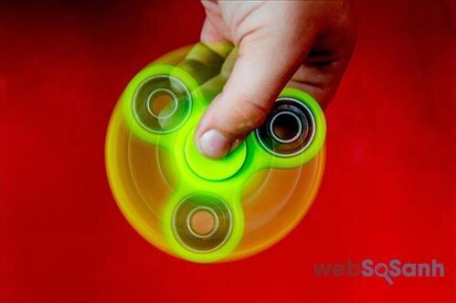 Chơi Fidget Spinner như thế nào